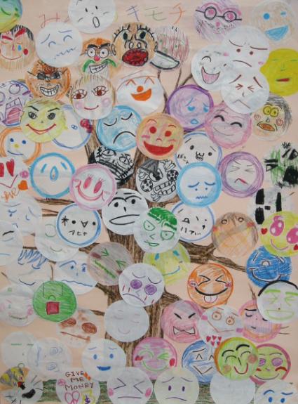 児童養護施設でのワークショップで子どもたち と職員の方々が描いた気持ちの顔の絵